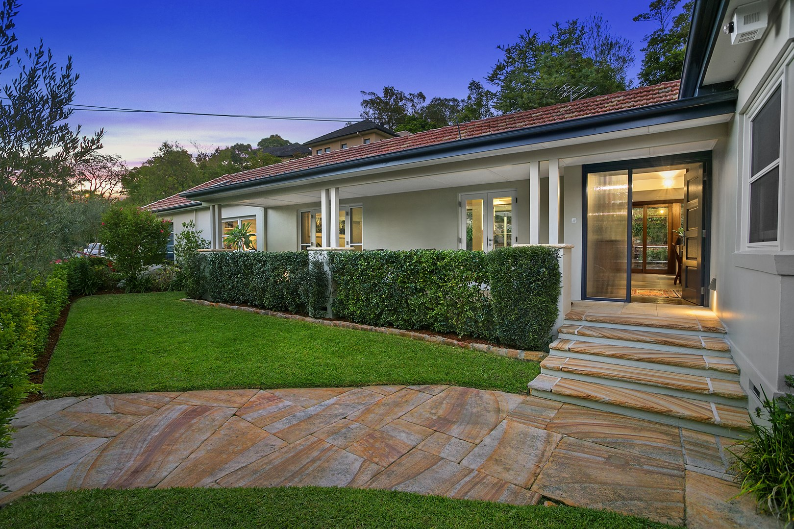 19 sugarloaf crescent castlecrag nsw 2068 house for for Single level home designs nsw