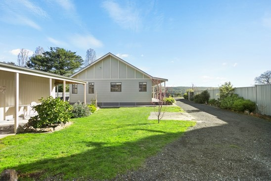 25 Table Hill Road, Daylesford