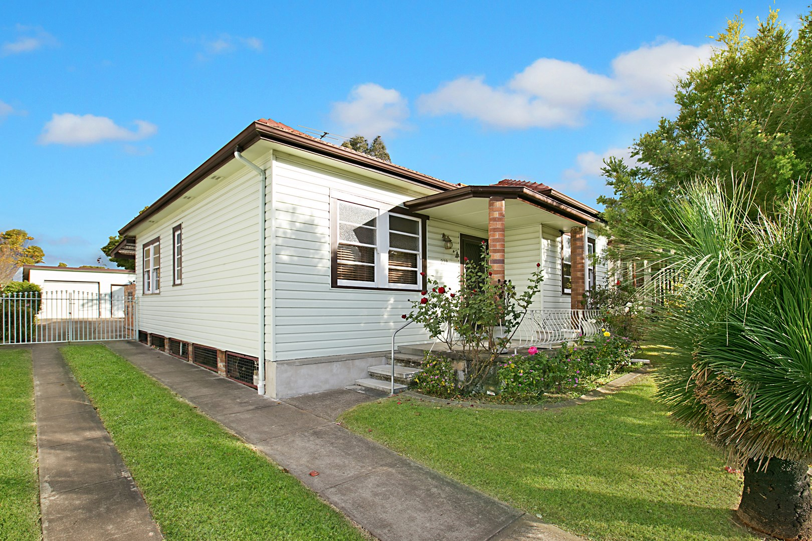229 new england highway rutherford nsw 2320 house for for Rutherford house