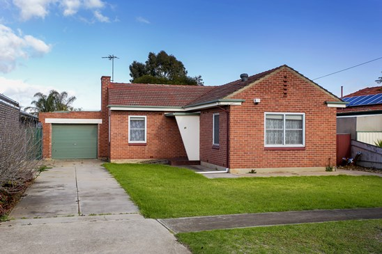 Auction Saturday 22nd July at 12:00pm (under offer)