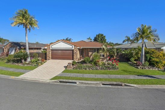Offers over $629,000
