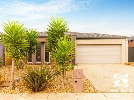 $450,000 to $495,000 (under offer)