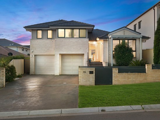 Auction, price  guide $950,000