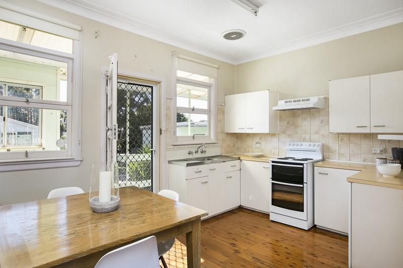 12 Balmoral Street, Balgownie NSW 2519