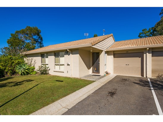 Offers Above $299,000 (under offer)