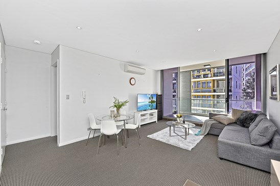 Price Guide $850,000 | Sophia Zhou 0433 66 99 77