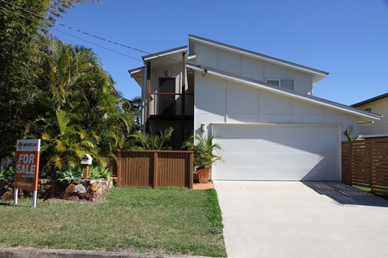 Offers over $585,000