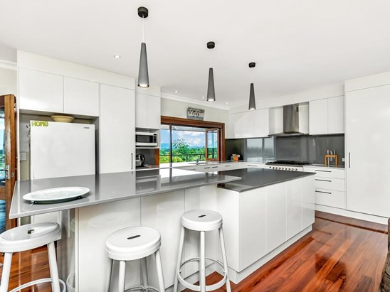 Vistas North - $689,000 - Enormous family home (under offer)