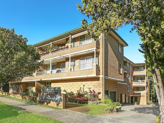 Auction, price  guide $575,000  - $625,000