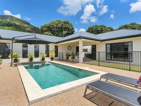 Under Contract with Debbie North (under offer)