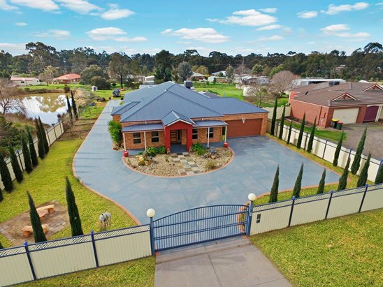 Auction Sat 26th Aug 11:00am - Under Contract (under offer)