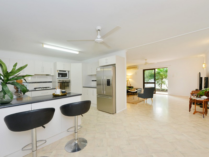 Under Contract by Vanessa Robinson (under offer)