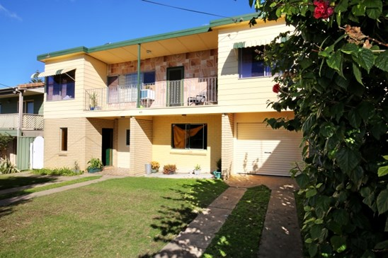 Auction - Guide $750,000