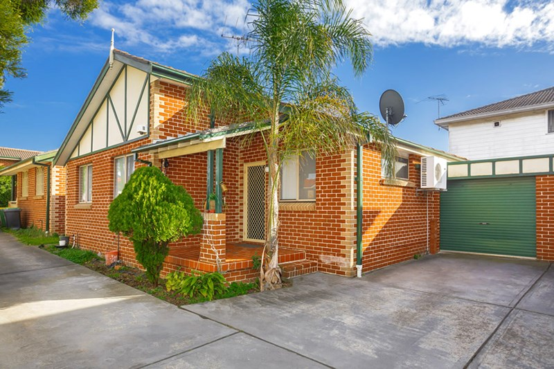 Picture of 2/330 Roberts Road, Greenacre