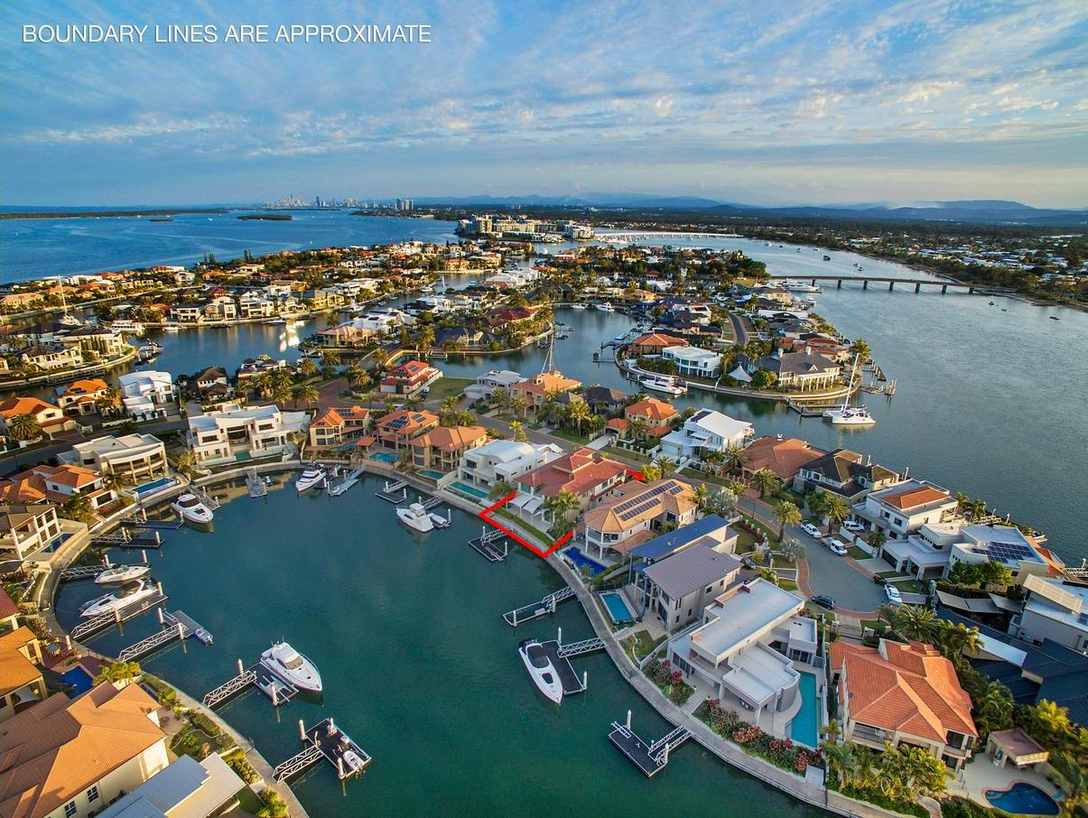 9 King James Court, Sovereign Islands QLD 4216, Image 0