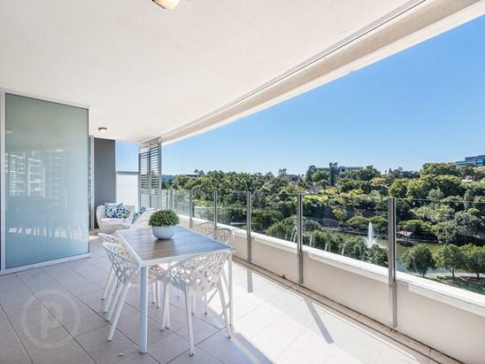 6 Parkland Boulevard, Brisbane City