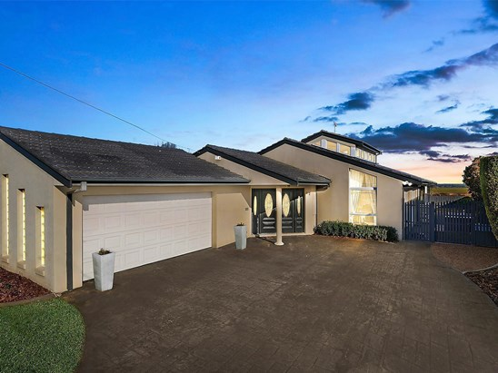 Auction, price  guide $550,000  - $600,000