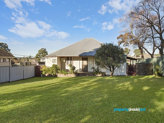 101 Binalong Road, Old Toongabbie