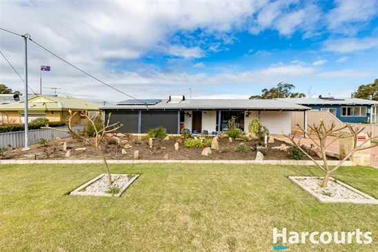 Best offer over $299,000 (under offer)