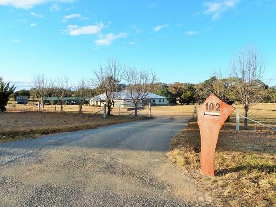 102 Wattle Flat Road, Sutton