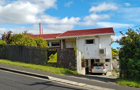 Offers over $290,000 considered (under offer)