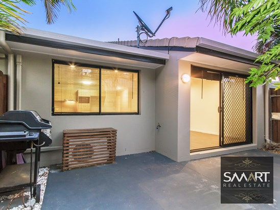 REDUCED! Offers above $319,000 (under offer)