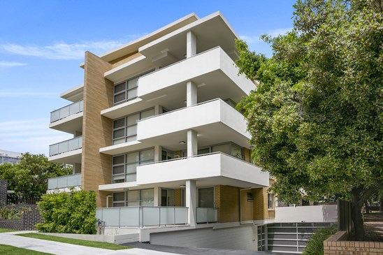 AUCTION (under offer)