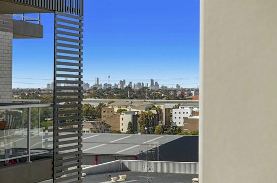 3 Bed + Study | City Skyline Views