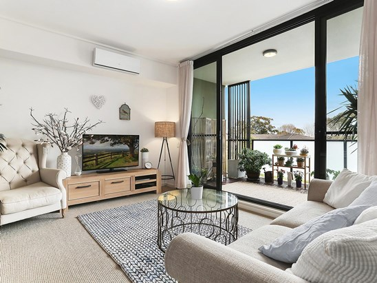 Auction, price  guide $590,000  - $640,000