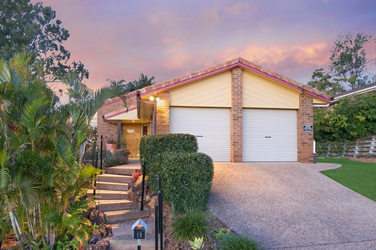 Offers Over $535,000