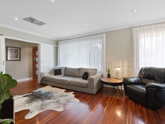 Buyers in the High $400K's (under offer)