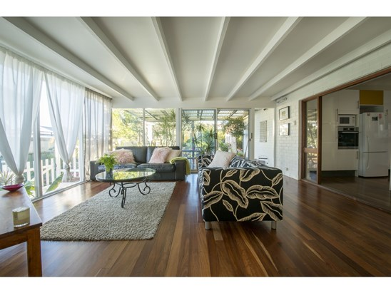 Only offers above $750.000 AUD (under offer)