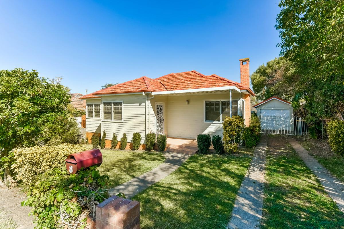 8 Gilbulla Avenue, Camden NSW 2570, Image 0