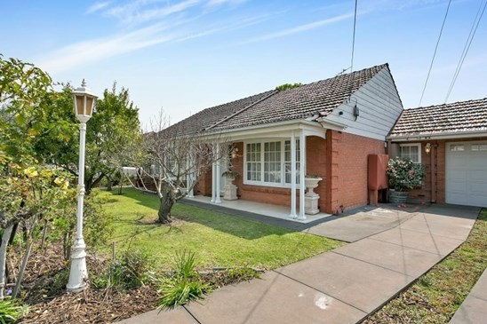 Auction Sat 21st Oct 11:00am (under offer)