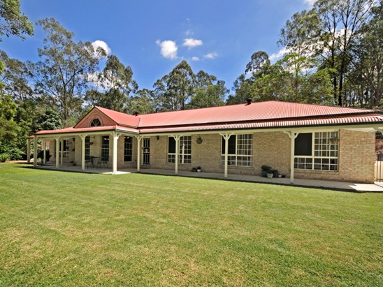 Vendors will consider offers over $899,000