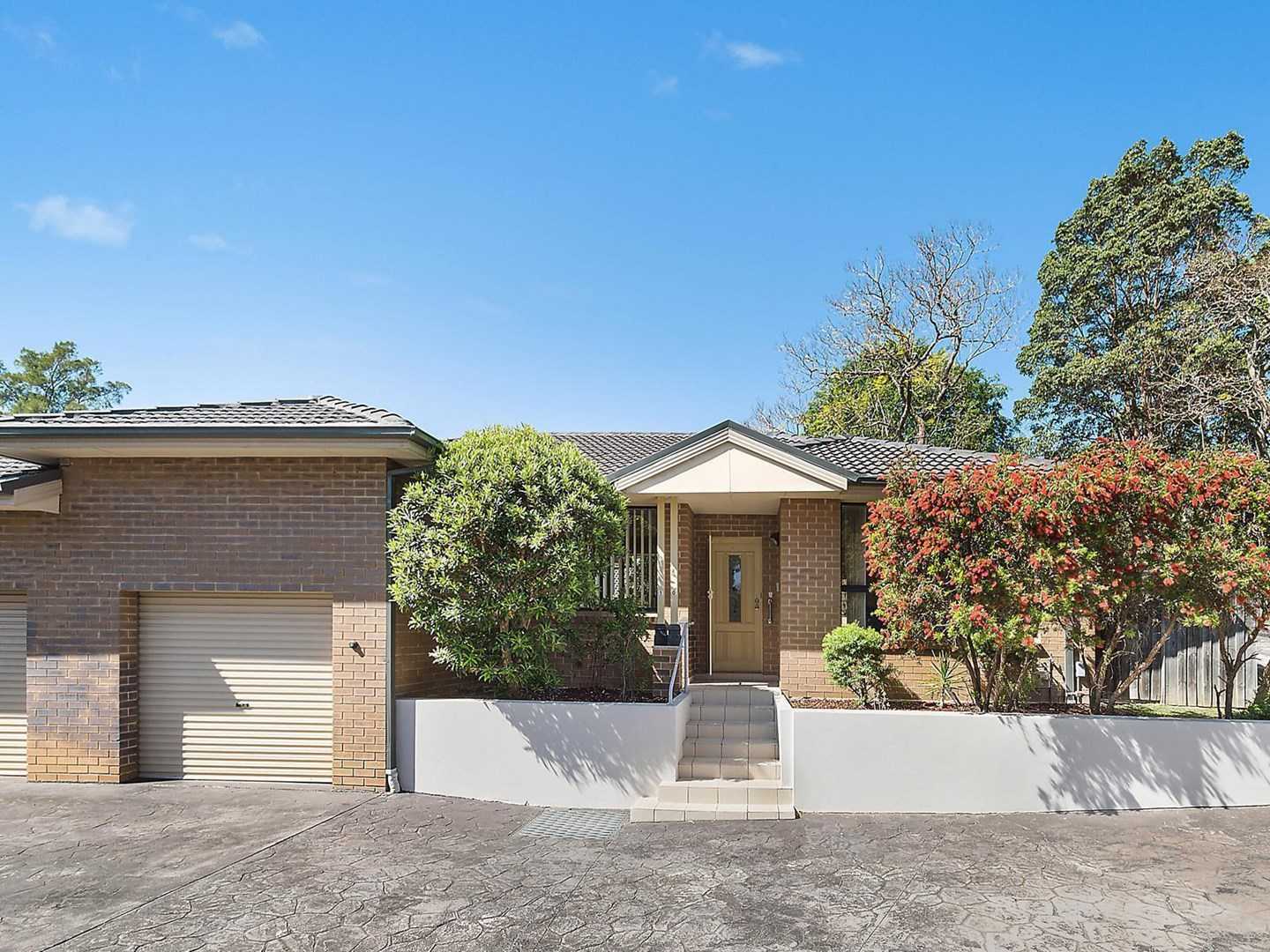 Auction, price  guide $850,000