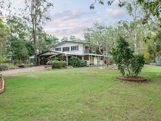 Under Contract with Joe Byrnes (under offer)