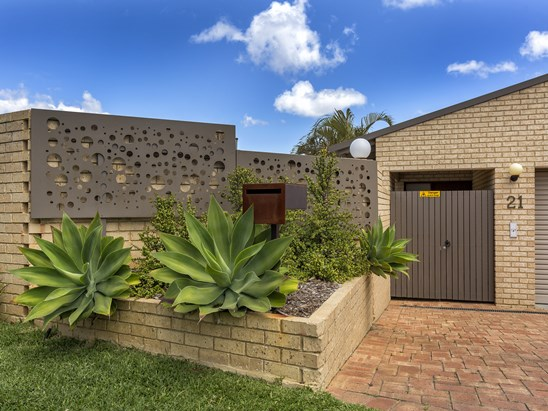 BUYERS IN HIGH $900K'S (under offer)