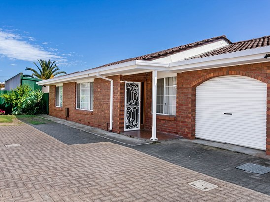 Price $300,000 - Auction 18/11/17 10am USP (under offer)