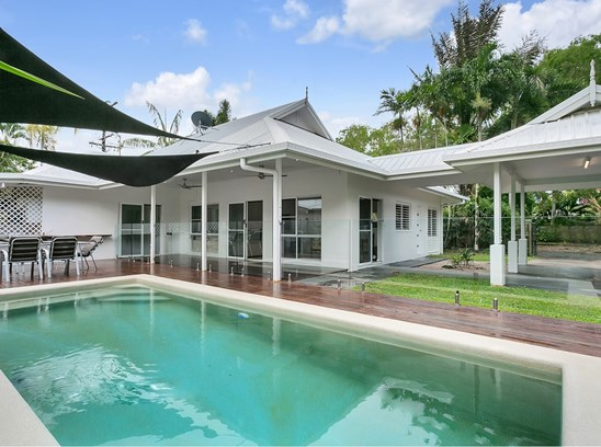 Offers over $565,000