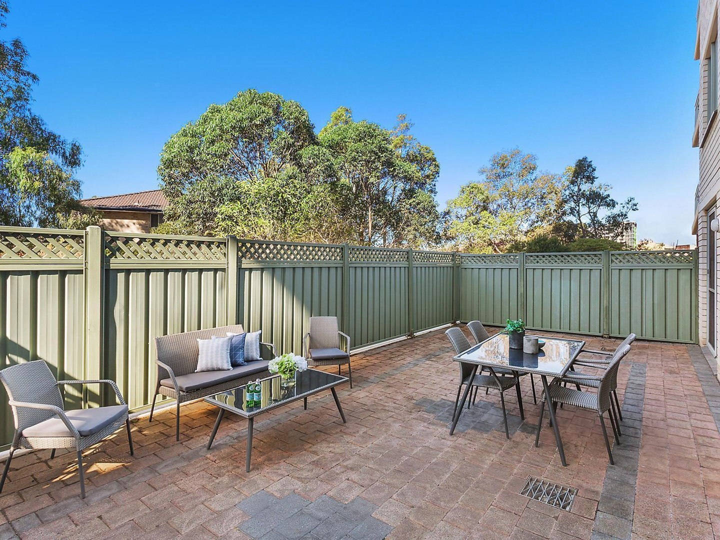 Auction, price  guide $650,000  - $680,000