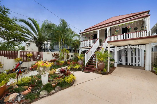 Offers over $885,000 (under offer)