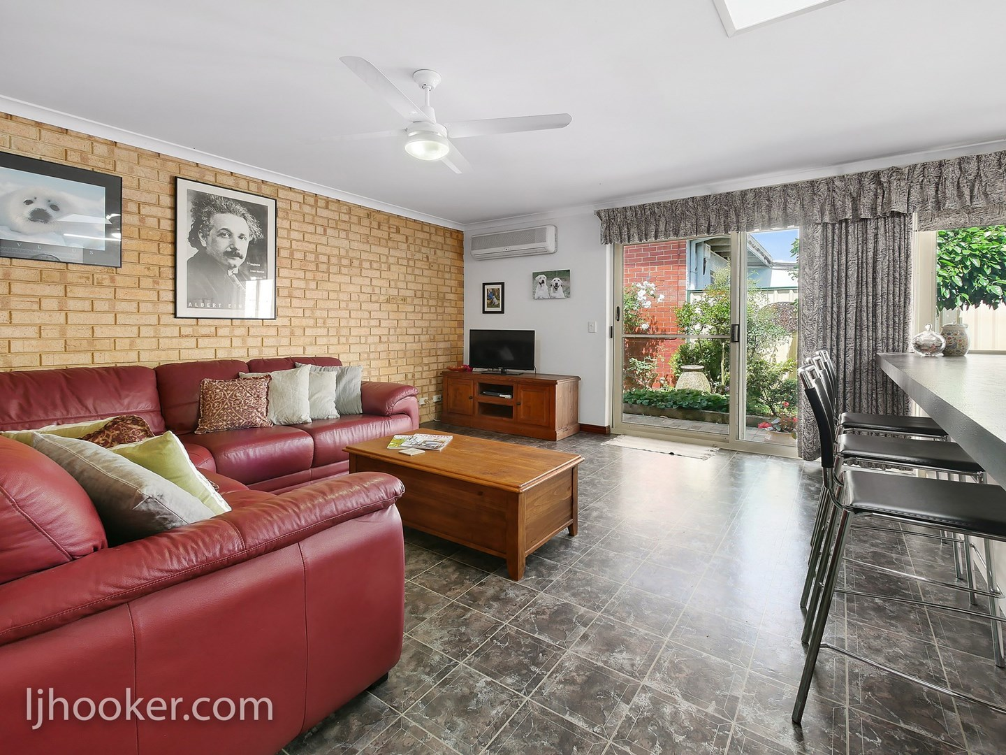 Contact Agent (under offer)