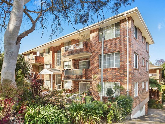 Auction, price  guide $620,000