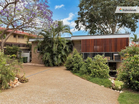 Offers over $499,000 (under offer)