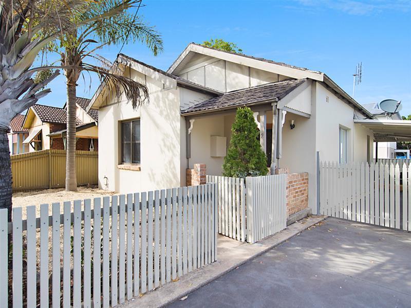 2 Waratah Street, Mayfield NSW 2304, Image 0
