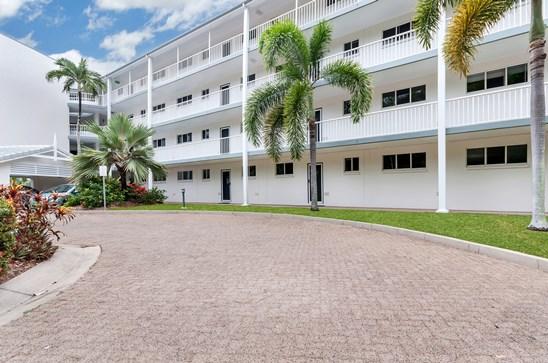 Unit 209, 305 Coral Coast Drive, Palm Cove