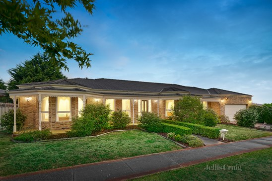 15 Billanook Way, Chirnside Park