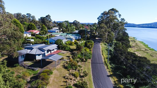 11 Beach Road, Gravelly Beach