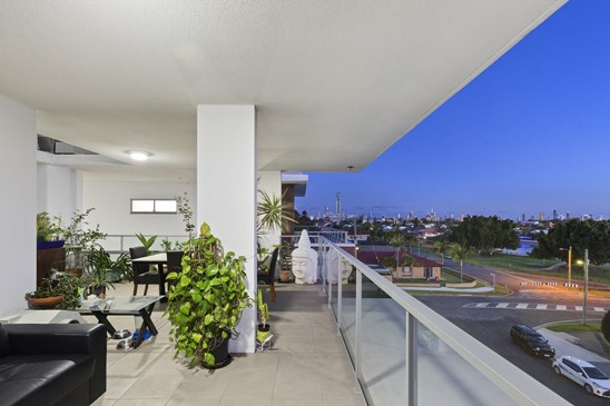 1-7 Waterford Court, Bundall